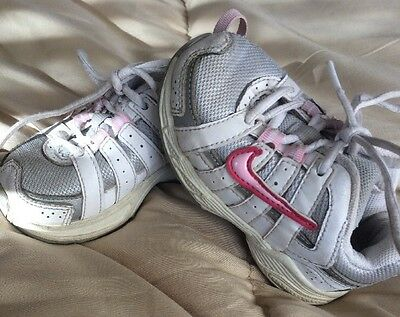 Infant Girls Nike Pink And White Size 2 Casual Shoes