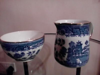 Vintage willow pattern milk jug & sugar bowl