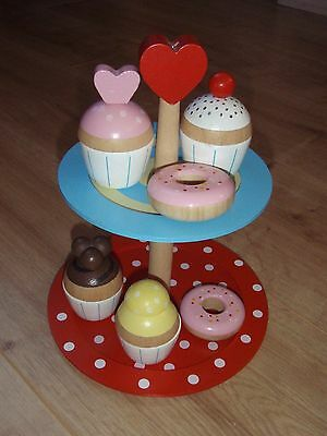 Wooden toy cake stand play set with cakes, in very good condition.