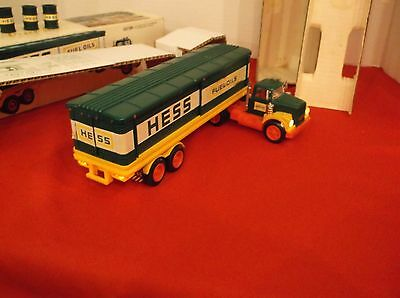 1975 Hess Truck/working lights 3 greem barrel inserts, batt.Card/orig. Box,