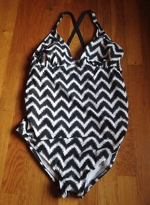 NWOT Liz Lange Maternity One Piece Gray &  White Swimming Bathing Suit Size Med