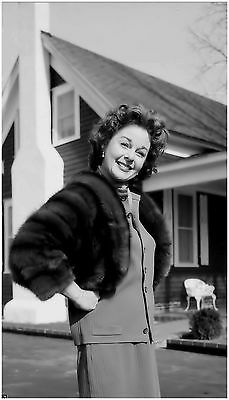 Terrific Susan Hayward Candid At Home In Carrollton