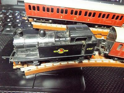 TRI-ANG TRAIN  T-T- Job Lot-T90  andT80 AND T81  COACHES WITH OVAL TRACK