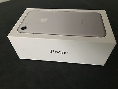 Apple iPhone 7 (Latest Model) - 128GB - Silver (O2)