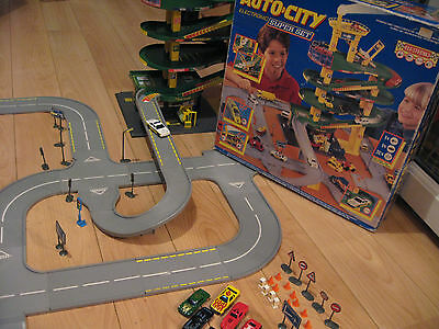 HUGE 1995 Hot Wheels Auto City Boxed Electronic Super Set inc Cars +Accessories