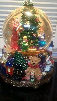 New and boxed large snow globe please read listing
