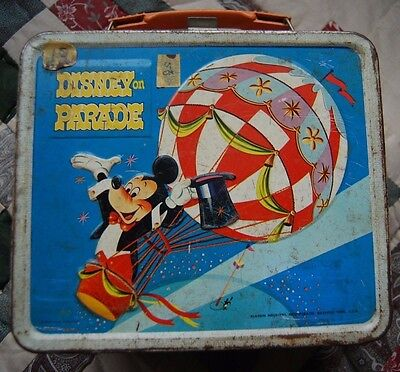 1970s VINTAGE DISNEY ON PARADE METAL LUNCHBOX Mickey Mouse, Donald Pluto