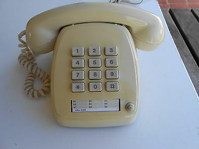 Telephone Vintage VF dialing Australian Made STC 809 S1 / 581