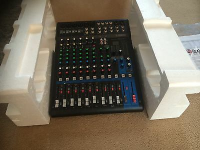 Yamaha 12 channel mixer With Effects
