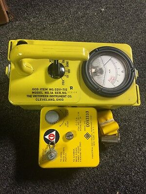 VICTOREEN CDV-715 GEIGER COUNTER With V-750 5b Charging Contact And Strap