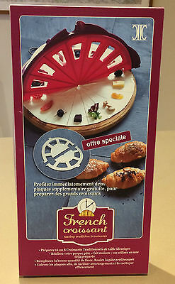 Croissant style shaper for filled croissant shaped pastries