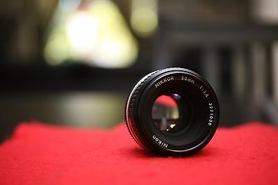 Nikon NIKKOR  50mm f1.8 - Excellent MINT LIKE Condition -AAA+ ( SN 3271030 )