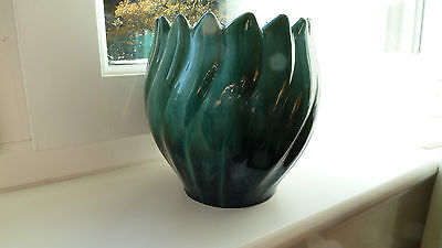 Blue Mountain Pottery Tulip Edge Vase Bowl. Never Used. Only Displayed.