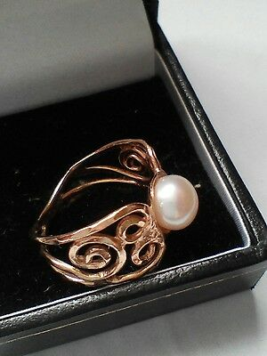 Beautiful Chunky 9ct Gold And Pearl Ring With Lovely Detail