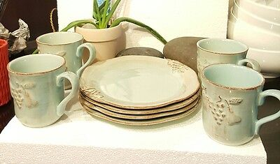 Beautiful Vintage blue plate and cup set 8 piece