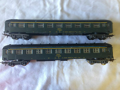 2 Lima SNCF passenger coaches in HO scale.