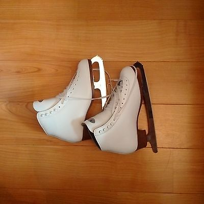 Riedell White  Ice / Figure Skates UK SIZE 7.5  Wide Fitting For Extra Comfor
