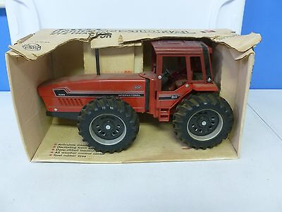 Ertl International 2+2 Tractor in Original Box 1/16