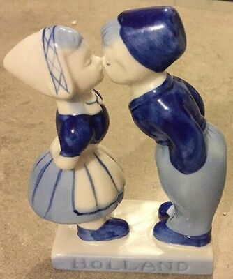 Holland Blue And White Kissing Couple