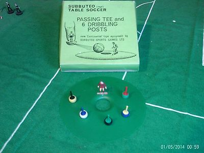 Subbuteo Accessories -- (C126) Passing Tee and Dribbling Posts (Boxed)