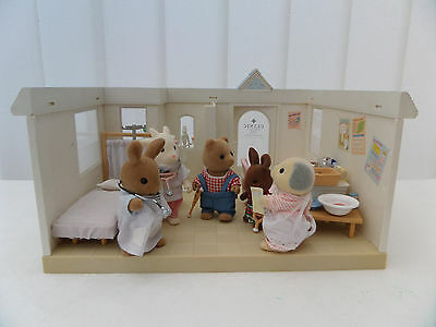 Sylvanian Clinic With Lots Of Accessories And Figures