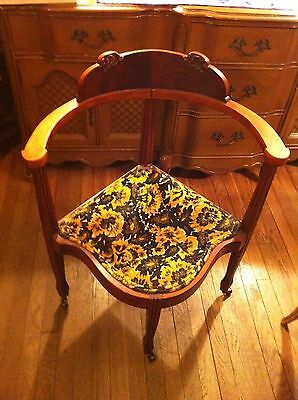 AQ VTG William & Mary French Provincial Federal Style Upholstered Corner Chair