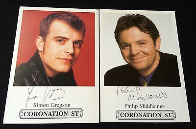 Great Set Of 2 Very Collectable Coronation Street Cast Cards ** Fast Delivery **