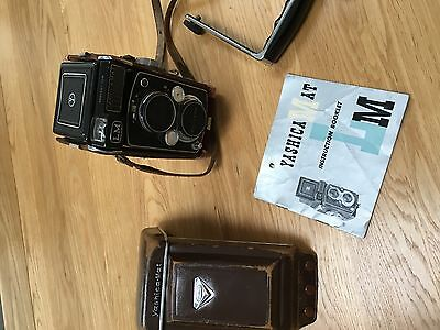 Vintage Yashica - Mat LM Twin lens Reflex Camera with grip & original booket
