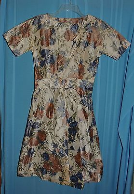 Vintage 1940's 1950's Short Sleeve Floral Dress Classic Shape Small A-Line