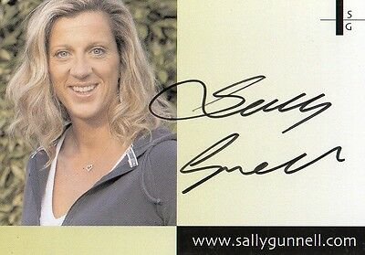 "athletics Sally Gunnell signed 6"" x 4"" photo Card"