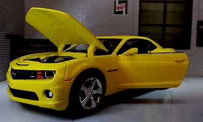 G LGB 1:24 Scale 2011 Yellow Bumble Bee Chevrolet Camaro SS RS Car Diecast Model
