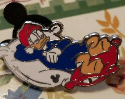Disney Pin  2012 Hidden Mickey Characters Sleeping - Donald on Pillows with Cap