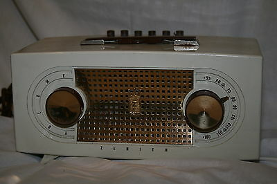 Vintage Zenith R512-W 1954 Plastic Table Tube Radio AM with Push Buttons