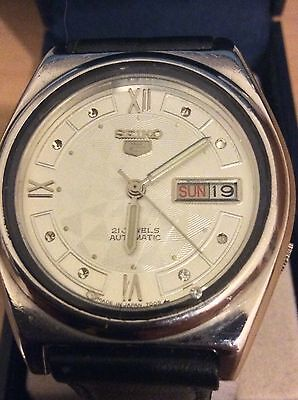 Men's Seiko 5 Automatic, 21 Jewels Watch With Black Leather Strap.
