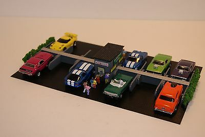 Ho Scale Slot Car Scenery / AWESOME 12 STALL PARKING LOT has RESTROOMS,10 PEOPLE