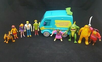 Scooby Doo Mystery Machine Playset W 9 Figures & Villains Lot