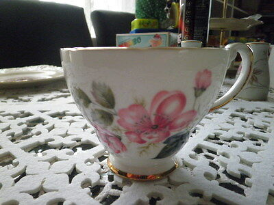 Vintage HAMMERSLEY & CO Bone China Cup.