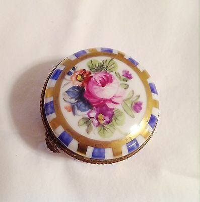 Antique Limoges Porcelaine Snuff Box Hand Painted Bronze Mounted