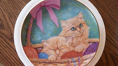 MOLLY AND MANDY Plate Purrfect Pairs Cat Kitten Kitty Basket Bow Danbury Mint