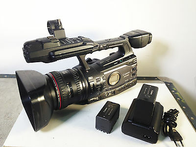 CANON XF305 HD camcorder with accessories Charger battery - 2 months warranty