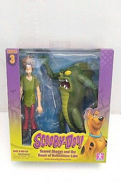 Scooby-Doo! Series 3 - Scared Shaggy and the Beast of Bottomless Lake Figures.