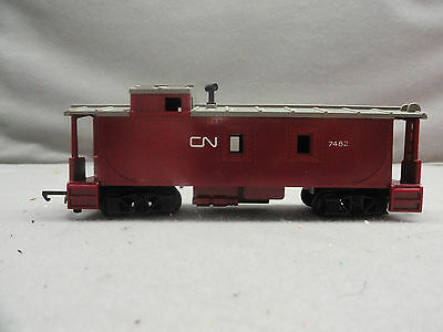 Triang Tri-Ang HO Scale CN #7482 Canadian National Maroon Caboose