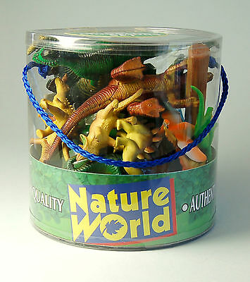 Tub of 18 pieces  Dinosaurs Set