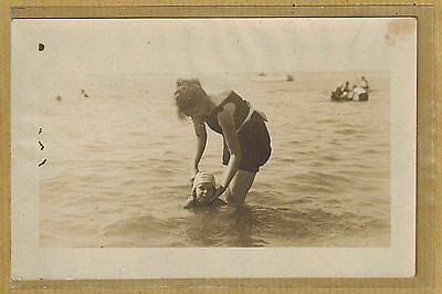 Carte Photo card RPPC femme enfant maillot de bain plage Labière La Baule ph0317