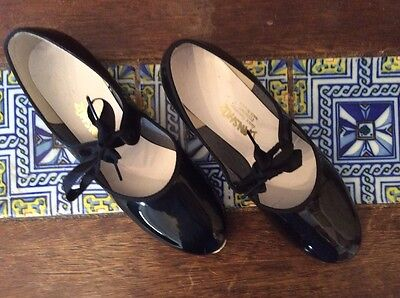 Danshuz size 8, black patent  tap shoes.
