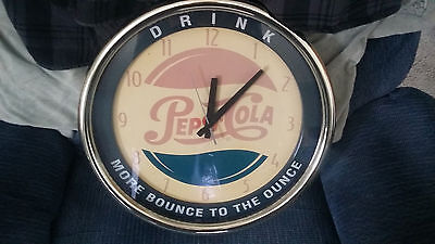"""VINTAGE 1990s LARGE PEPSI WALL CLOCK 15"""" WORKS BATTERY OPERATED WORKS GREAT!!!!"""