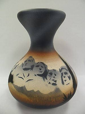 Navajo Handpainted Pottery (Cedar Mesa-Mount Rushmore #MRS5) w/COA Made in USA