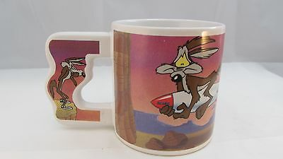 Road Runner and Wile E. Coyote Ceramic Coffee Mug Cup Warner Brothers Studio