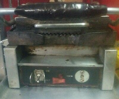 Grindmaster Cecilware SG1SG Sandwich / Panini Grill - Single Grooved Surface