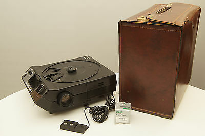 Kodak Carousel 4600 Slide Projector with case, remote, and extra bulb